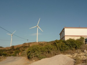 une éolienne beaucoup trop proche des habitations à Sidi Abdel Aziz dans la localité de Metline.