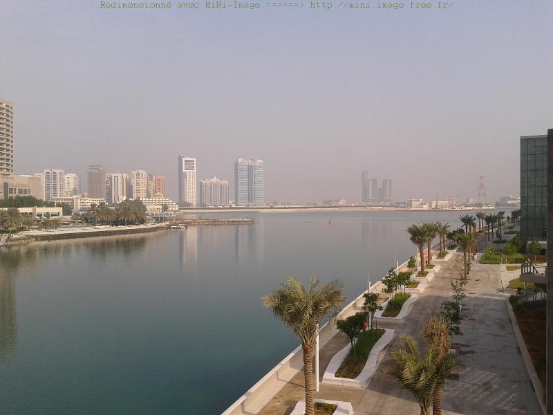 Abu Dhabi colonise aussi les iles qui l'entourent. Face aux grands hôtels qui ont les pieds dans l'eau, une nouvelle promenade aménagée sur Reem Island.